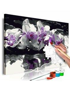Tableau à peindre soi même ORCHIDÉE VIOLETTE FOND NOIR ET REFLET DANS L'EAU - par Artgeist